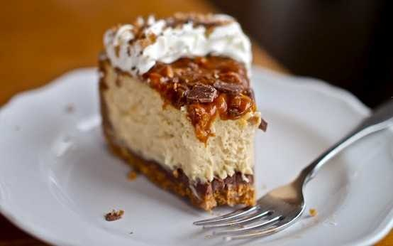 caramel toffee crunch cheesecake | Unhealthy Things | Pinterest