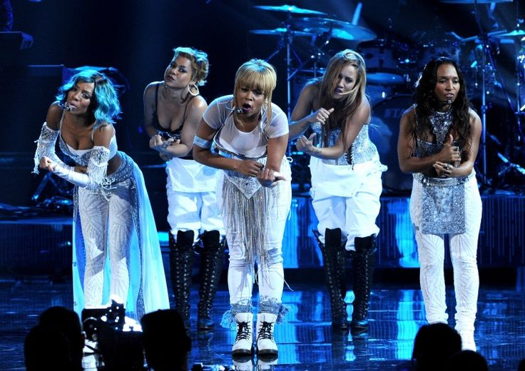 """Lil Mama pays tribute to the late Lisa """"Left Eye"""" Lopes during a special performance with TLC's Tionne """"T-Boz"""" Watkins And Rozonda """"Chilli"""" Thomas at the 2013 American Music Awards on Nov. 24 in Los Angeles"""