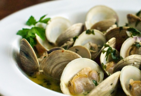 Fast Paleo » Clams in Garlic and Herb Broth - Paleo Recipe Sharing ...