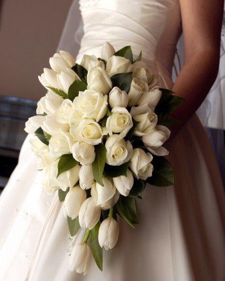 love the combo of white roses and tulips wedding ideas