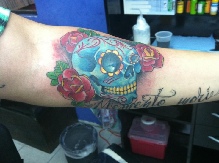 sugar skull w/roses. awesome shading