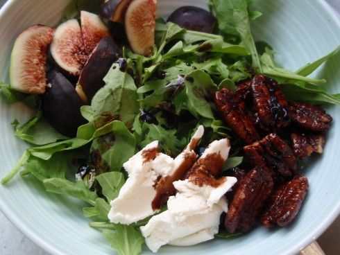 Fresh Fig and Arugula Salad with Creamy Goat Cheese and Candied Pecans