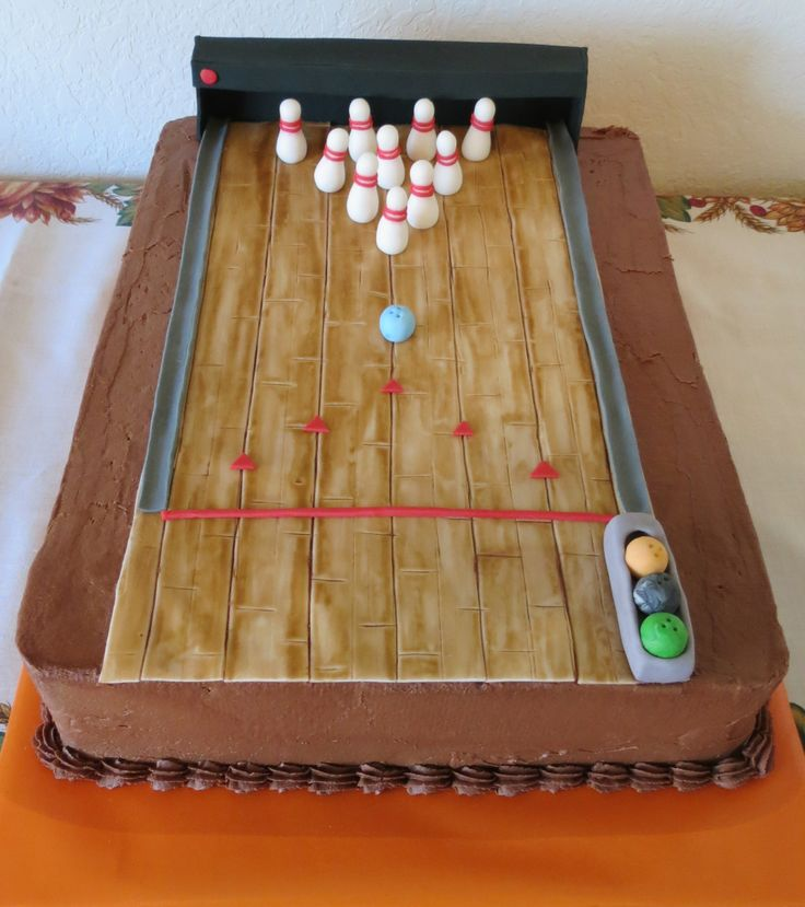 Bowling alley cake maria 39 s creative cakes pinterest for Decoration quille de bowling