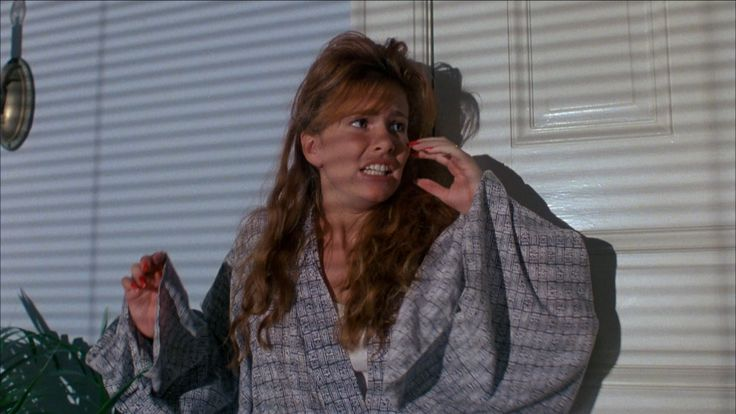 Nackte Tawny Kitaen in Witchboard ANCENSORED
