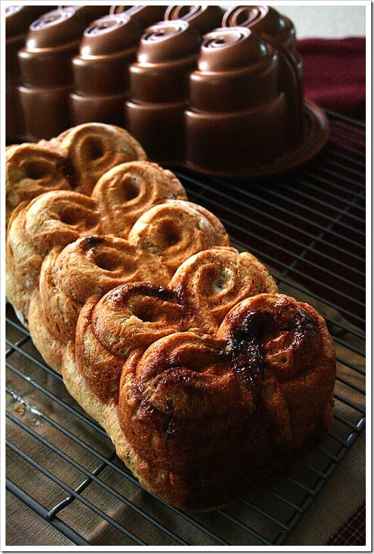 Gingerbread Cinnamon Roll Bread with Eggnog Cream Cheese Icing. So ...
