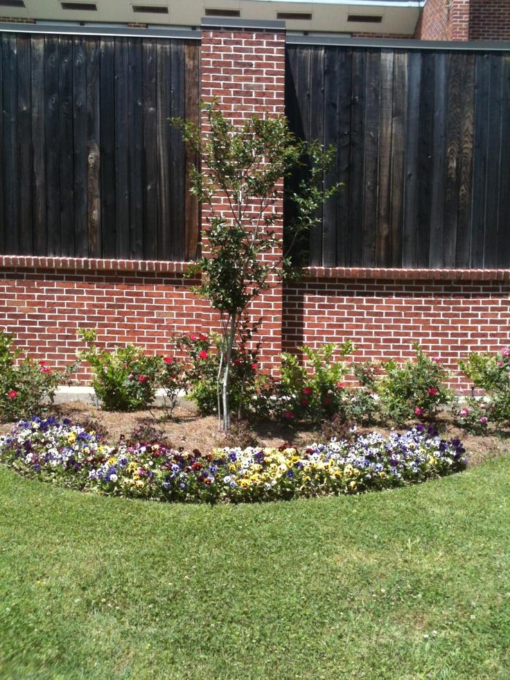 Flower beds along fence secret garden pinterest for Flower bed fencing