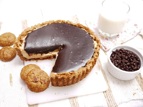 chocolate peanut butter mousse tart....i HAVE to make this. i'm dying ...