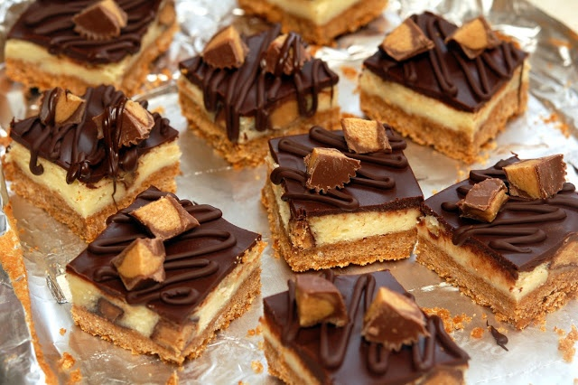 REESES PEANUT BUTTER CUP CHEESECAKE BARS! http://www ...