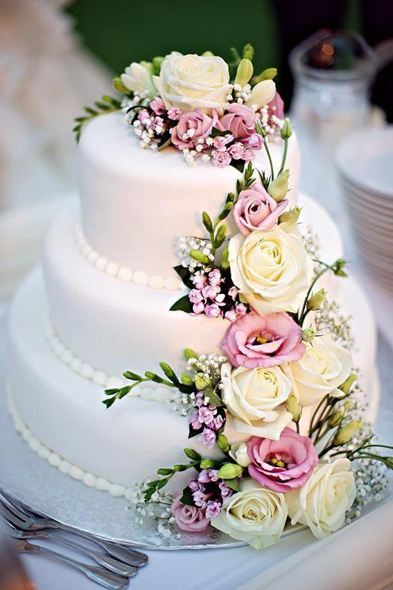 Use real flowers on your wedding cake Kim s Wedding ...