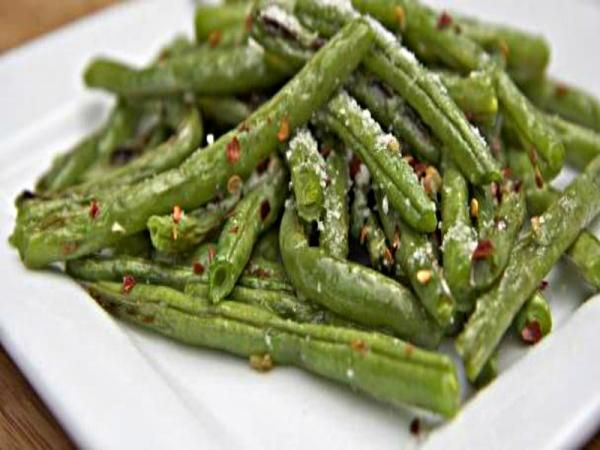 Parmesan Garlic Roasted Green Beans Recipe Video by divascancook ...