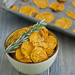 Garlic Rosemary Baked Sweet Potato Chips - Perfectly crispy right from ...