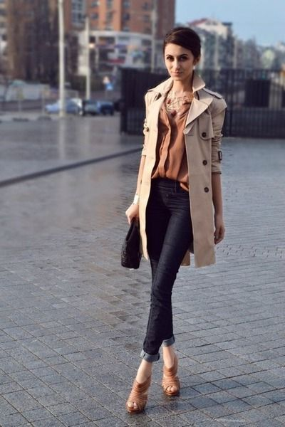 Classic outfit - Cafe Latte Trench - soft dark nude top layered, Brown sugar shoes - dark skinny jeans
