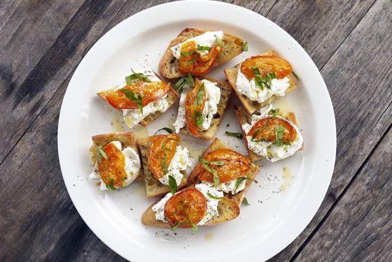 roasted-apricot-crostini-onehungrymama | party food | Pinterest