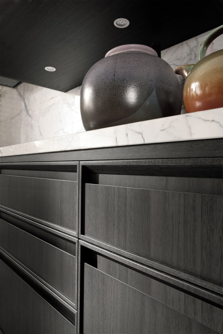 Door with integrated handle 08 10 interior kitchen for Aster kitchen cabinets