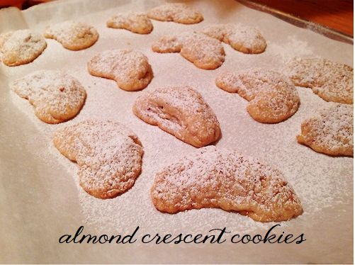 Almond Crescent Cookies | [food] recipes from le blog | Pinterest
