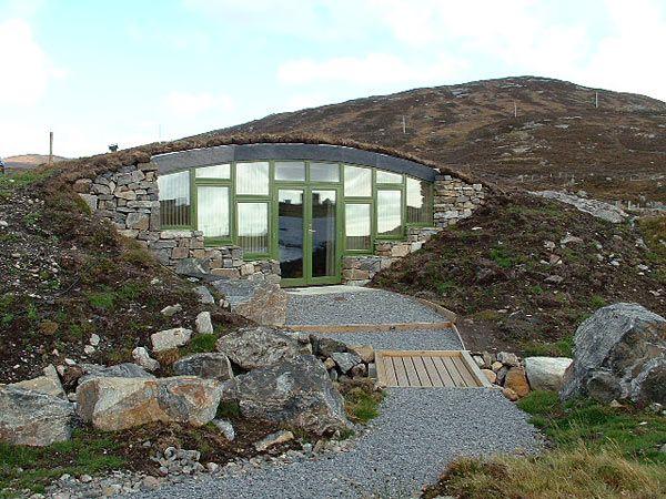 A Sort Of Modern Hobbit House Design The Hidden House