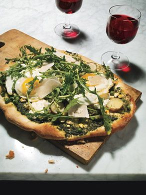 Flatbread with Arugula, Asparagus and Fried Eggs. Great recipe, it's a ...