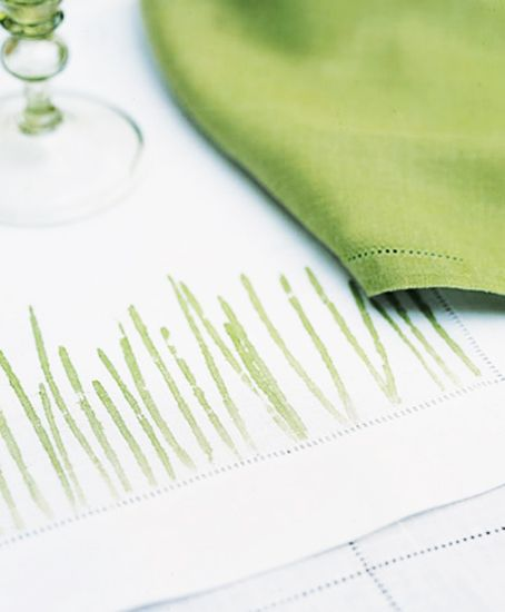 8 chic Easter décor DIYs // Pounded grass linen placemat #entertaining #decorating #diy #easter