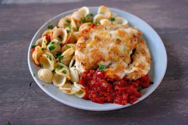 Chicken Parmesan crust and tomato sauce | My kind of food. | Pinterest