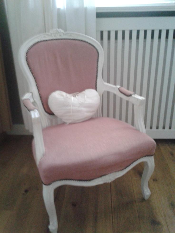 Beton Cire Keuken Muur : Schattig stoeltje, bekleed met oud roze stof – door Tamara de Boer