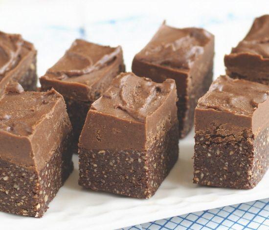 Raw Chocolate Fudge-Topped Brownies  #vegan #sugarfree