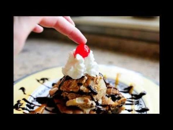 Chocolate Chip Caramel Ice Cream Sundae | Mouth watering recipes | Pi ...