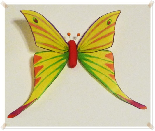 papillon  http://latelierdepascaline.wordpress.com/category/tutos-a-vous-de-jouer/