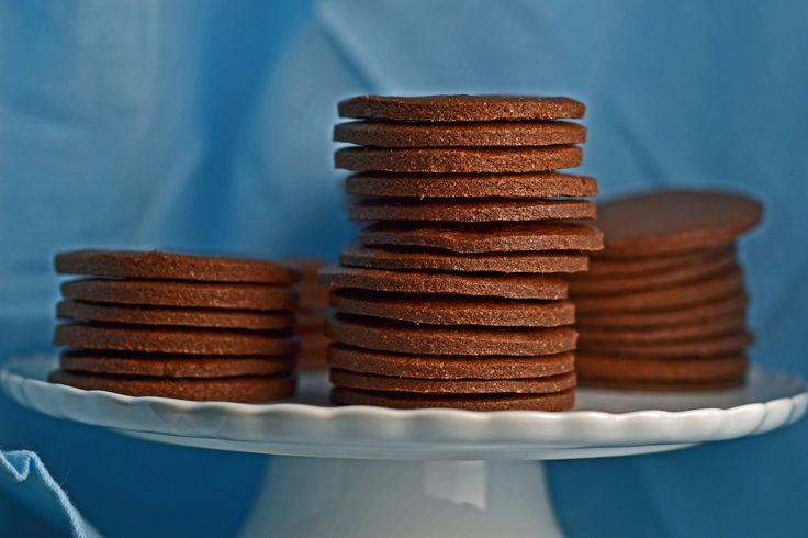 Gluten-free thin & crispy chocolate wafer cookies // gluten-free on a shoestring