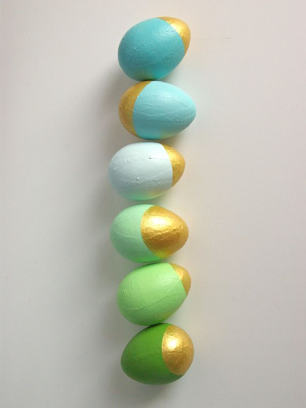 Easter Egg decorating ideas - gold and pastel DIY instructions. These look so great!