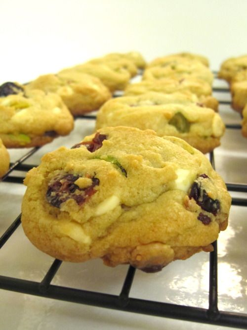 Cranberry Pistachio White Chocolate Chip Cookies and a Review of The ...