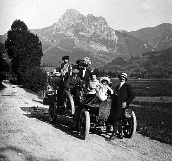 A family on holiday in France circa 1900. ~ I love old photos!