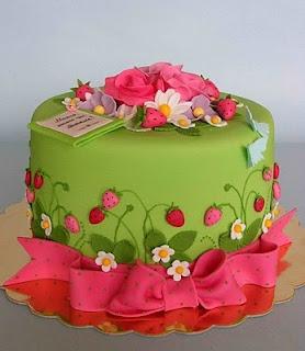 Summer Strawberry Cake | Bubolinkata | cute birthday cakes | Pinterest