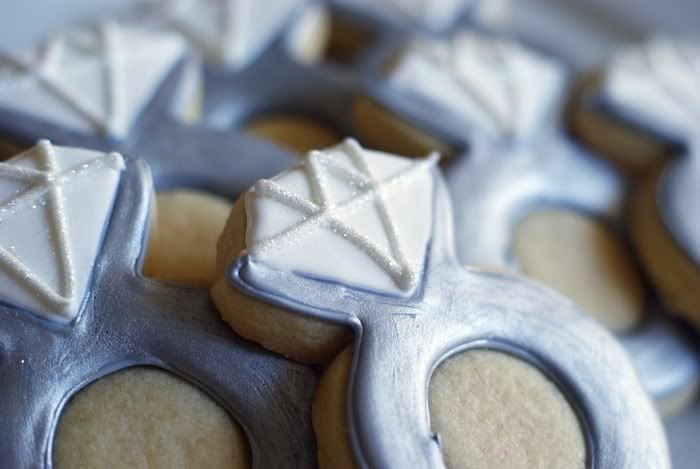 engagement ring decorated cookie tutorial...perfect for engagement parties, bridal showers, wedding favors