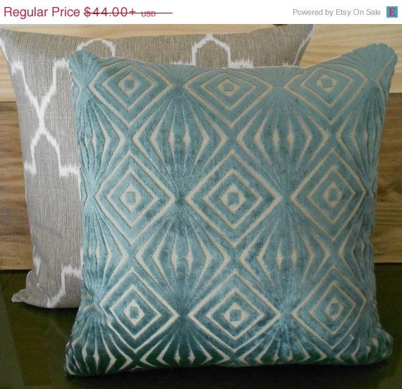 Throw Pillows Black Friday : BLACK FRIDAY SALE Decorative pillow cover, teal blue, cut velvet, ret?