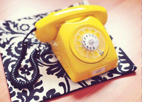 Telefone retrô amarelo. Foto: Karina Bedacci.