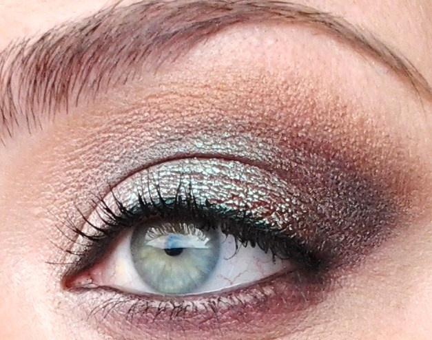 Light lime green & medium brown bronze shadows really make your green eyes pop.  Very pretty!