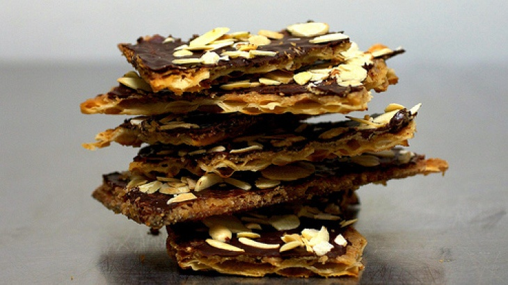 Chocolate Caramel Crack(ers) | recipes | Pinterest