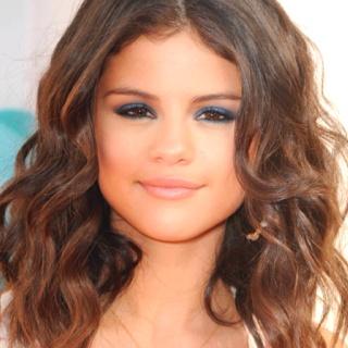 Selena Gomez short curly hair | hair :) | Pinterest