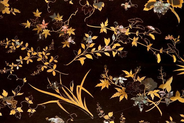 A rather theatrical touch is the scattering of the plants pell-mell against a black background. This has its origins in the Japanese Rimpa style, where realistically depicted trees and plants are often set against semi-abstract gold or silver grounds.