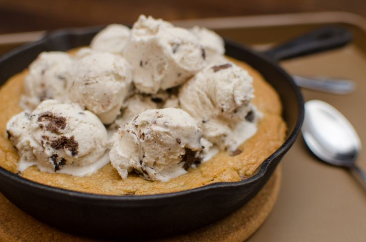 Skillet Chocolate Chip Cookie a la Mode | Bibi's Bakes | Pinterest