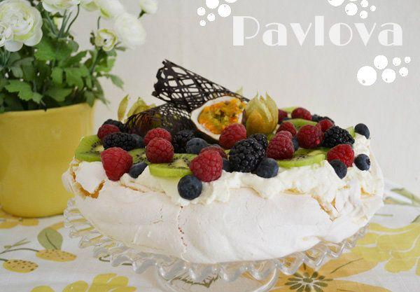 Yummy Pavlova cake recipe with lemon curd and fresh berries!