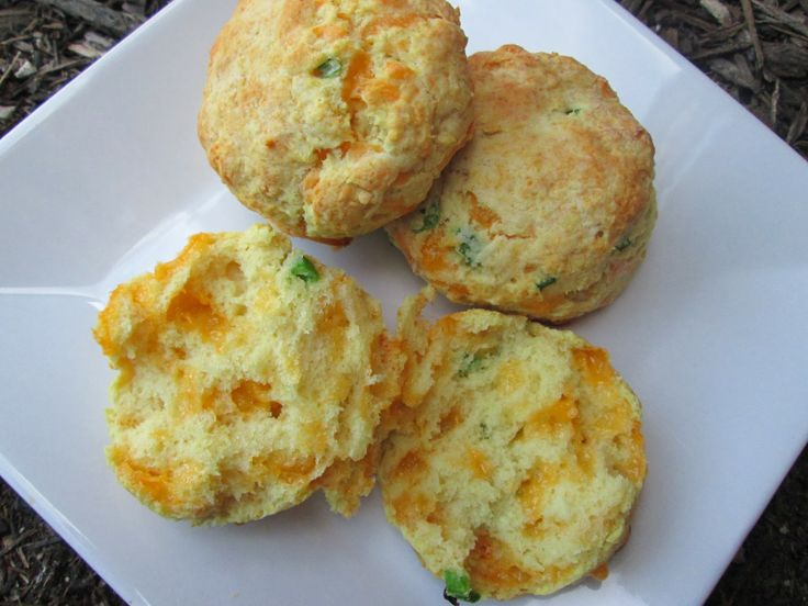 delightful country cookin': flaky cheddar-chive biscuits