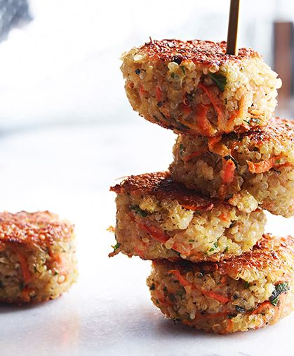 quinoa cakes with lemon, olive oil and parsley