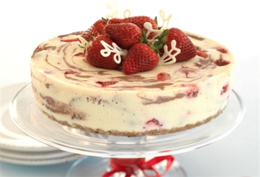 Chocolate & Berry Marble Cheesecake looks yum. Think ill make it for ...