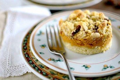 ... Kürbiskuchen (Spiced Pumpkin Cake with Ginger-Pecan Streusel
