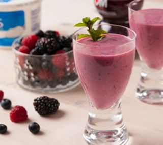 ... Recipe - Greek Yogurt Smoothies with Pomegranate, Berries and Honey
