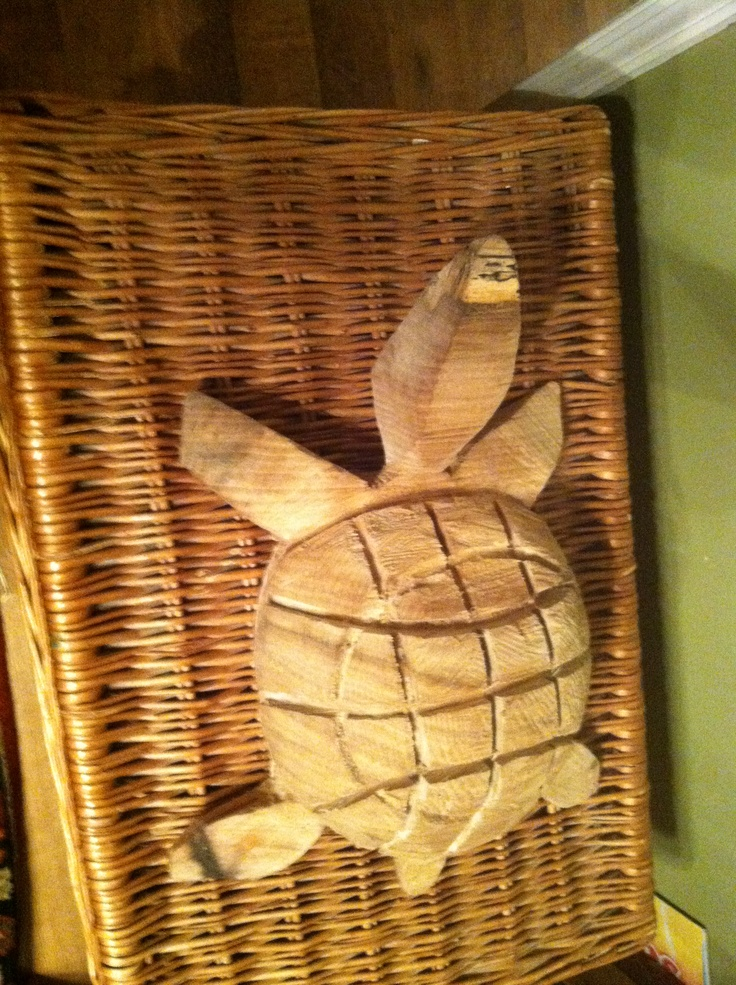 Chain saw carved turtle art by