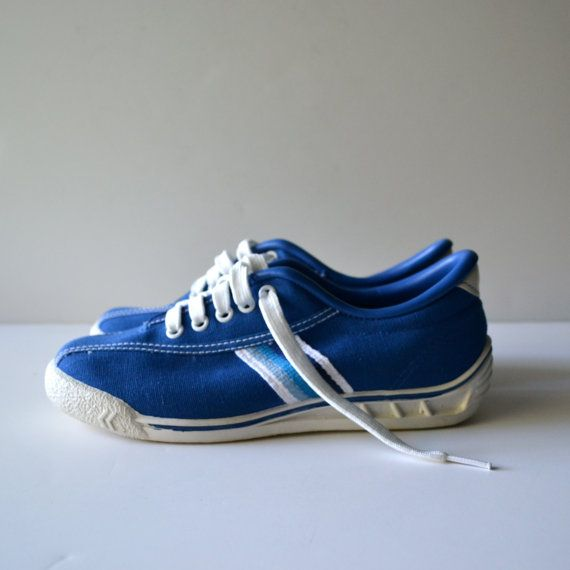 1980s blue canvas sneakers lace up tennis shoes by trax