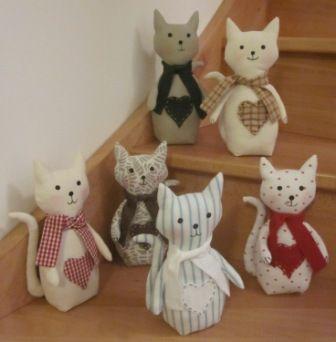 Des chats et encore des chats animaux en tissu - Comment faire un cale porte en tissus ...