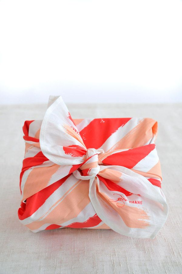 Japanese furoshiki packaging using cloth packaging for Japanese wrapping